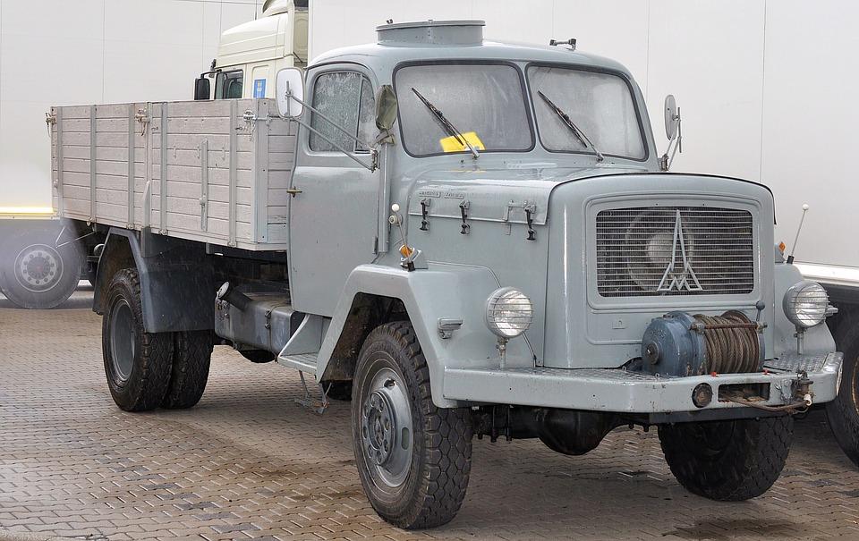 Read more about the article Dla kogo jest wynajem samochodów dostawczych?
