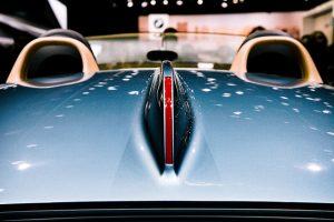 Read more about the article Przebieg renowacji samochodowego lakieru